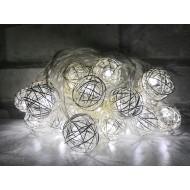 LED svetelná reťaz na batérie, 20x LED, kovové guličky, chladná biela