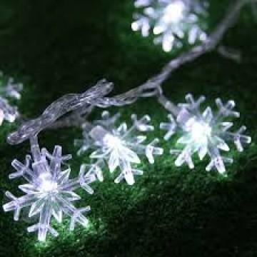 LED snehové vločky,20 diód, 2m, 3xAA batérie,studená biela